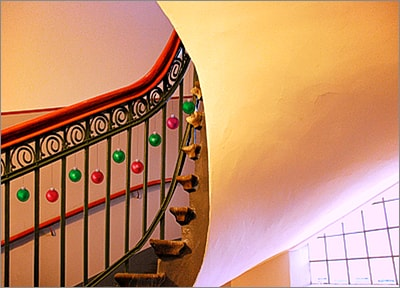 Stairway w Ornaments (Glossy White)